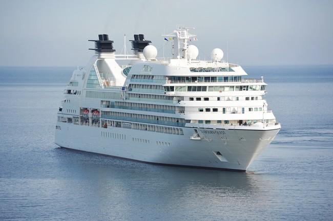 Conectarse a internet u llamar desde un crucero: inclusive diez euros el minuto y 36 euros el mega