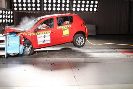 Renault Sandero, Logan, Stepway mejoran su calificación con Latin NCAP y Toyota Corolla repite 5 estrellas