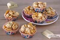 Crujientes de copos de maíz y chocolate blanco. Receta fácil