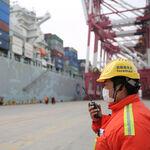 Cómo la crisis de los buques portacontenedores podría arruinar la Navidad