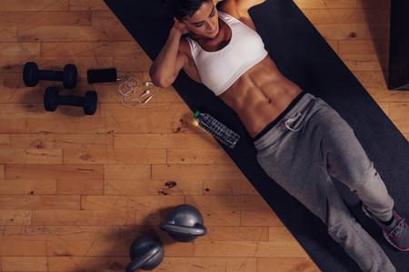 Cinco ejercicios para tu zona media que puedes hacer en casa y sin material