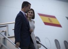 Doña Letizia no deja espacio a la primera dama mejicana, su primer look demuestra quién tiene más estilo