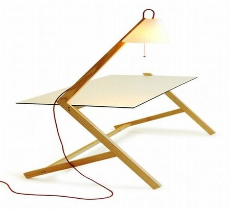 Tamp&Lable, mesa con lámpara incorporada