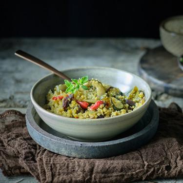 Quinoa con uvas pasas, semillas y verduras caramelizadas: receta para una cena deliciosa y vegana