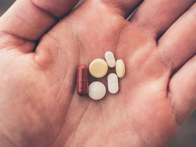 En Estados Unidos mueren más personas por consumo abusivo de opiáceos que por armas de fuego: así es la crisis de los opiáceos
