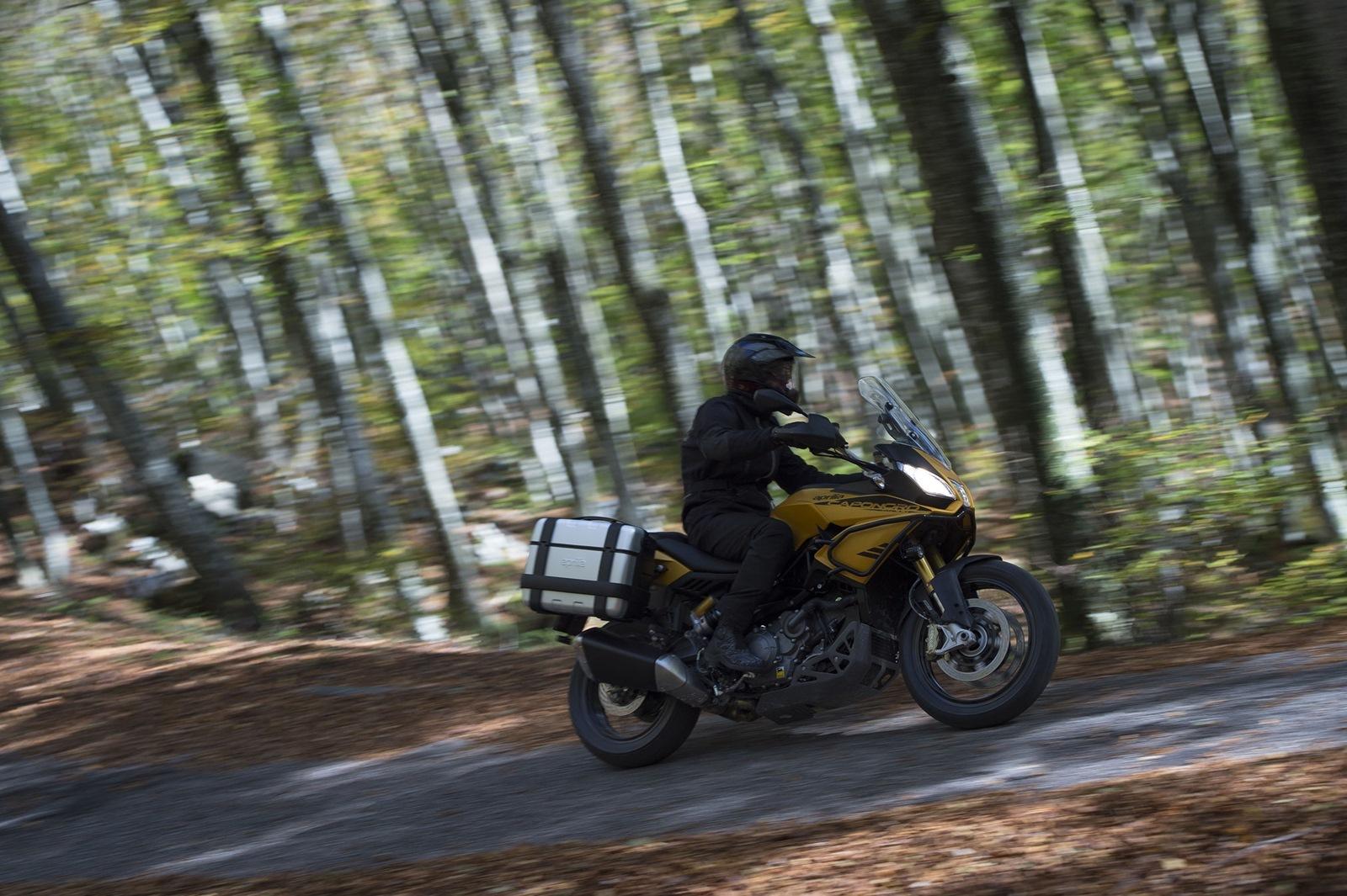 Foto de Aprilia Caponord 1200 Rally, ambiente (1/53)