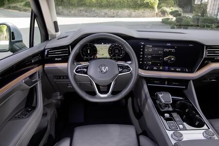 Volkswagen Touareg Phev 04 Interior