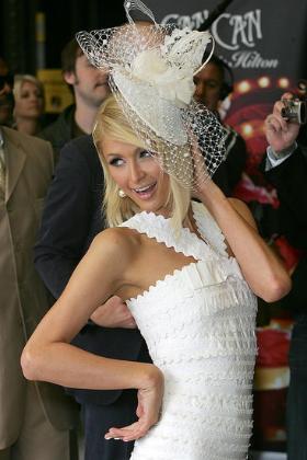 Paris Hilton en Londres promocionando su perfume