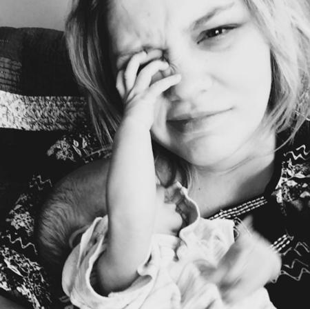 La brutal honestidad de una mamá contando qué se siente al dar a luz que se ha hecho viral en Facebook