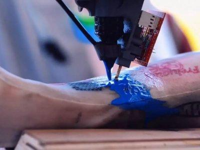 El robot industrial que le quiere quitar el trabajo a los tatuadores