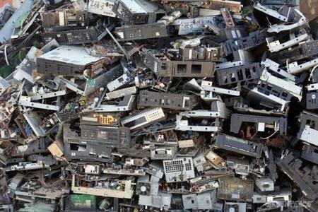 Entre 200 y 300 mil toneladas de basura electrónica se generan en México