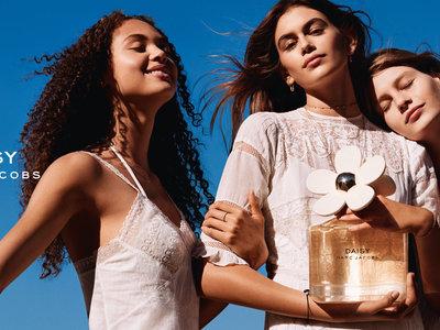 Daisy de Marc Jacobs sopla las velas de su décimo años con nueva campaña protagonizada por Kaia Gerber