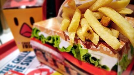 """Reino Unido camina hacia la """"tabaquización"""" de la comida basura: planea prohibir toda publicidad online"""