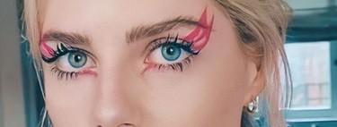 Lucy Boynton vuelve a convertirse en la reina del eyeliner con este delineado fucsia de fantasía