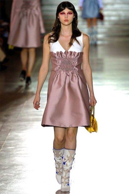 Miu Miu Primavera-Verano 2012: los zapatos sí son importantes... ¡Qué horror de botas!