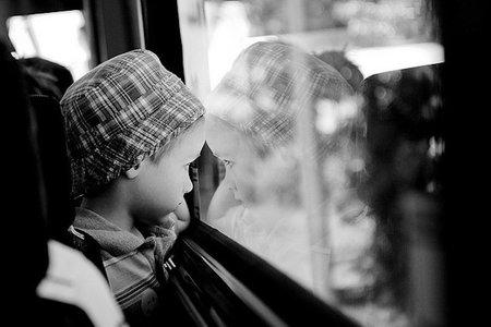 mirando ventana