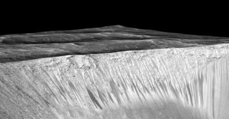 La NASA encuentra evidencias de que en Marte fluye agua salada