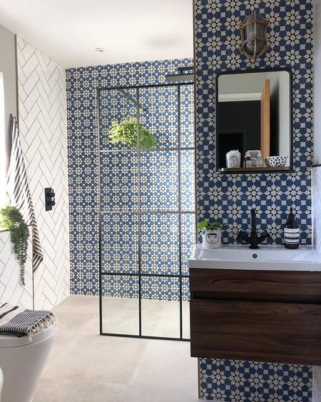 Mezclando azulejos, cuartos de baño que mezclan dos, tres o hasta cuatro azulejos en un mismo espacio