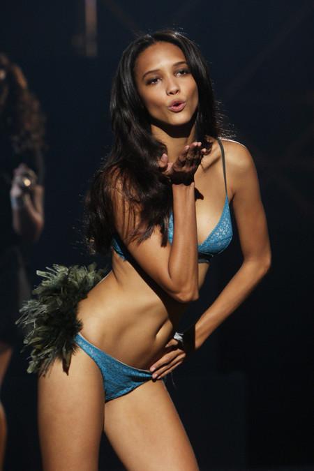 Desfile Etam 2014: lencería y top models, espectáculo garantizado