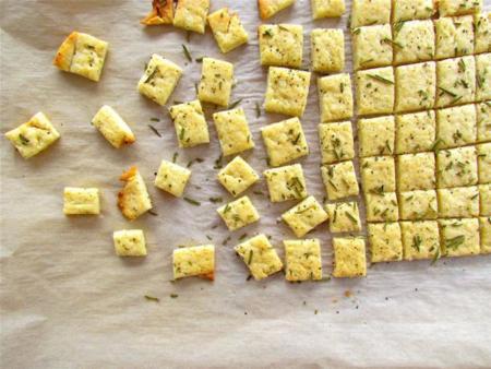 galletas de parmesano y romero