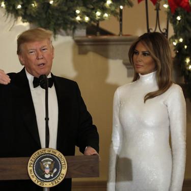 Melania Trump se enfunda en un vestido cuajado de lentejuelas blancas, firmado por Cèline, para dejarnos sin palabras