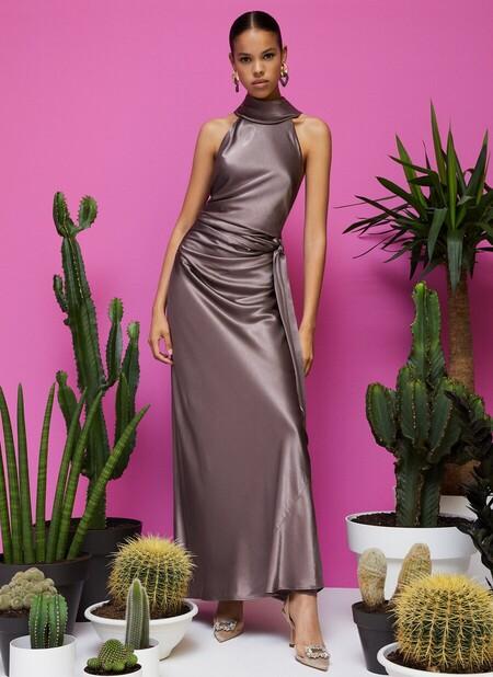 Siete vestidos de Uterqüe con los que asistir a una boda y ser una invitada destacada