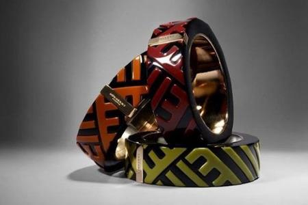 Los brazaletes de estilo étnico de la firma Burberry Prorsum