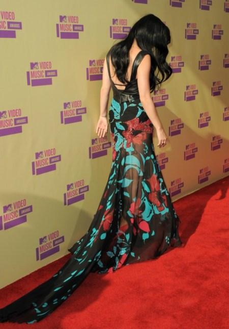 Estos looks no se salvan ni de espaldas... la alfombra roja de los MTV Video Awards