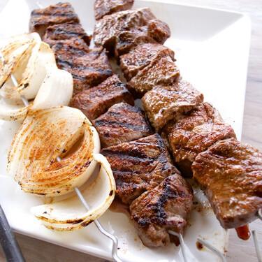 Cómo arreglar la carne sobrecocida y la poco hecha