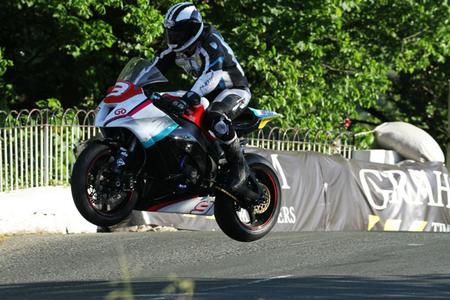 Motorpasión a dos ruedas: final del Tourist Trophy sin categoría Senior y buen papel de Antonio Maeso