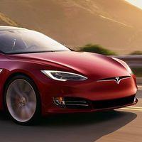 Video: ¡Mira mamá, sin manos! ¡Y sin licencia por 18 meses! Sancionan al conductor de un Tesla por cambiarse de asiento
