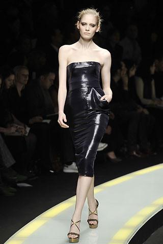 Tendencias de moda otoño-invierno 2008/2009 : tejidos efecto petróleo