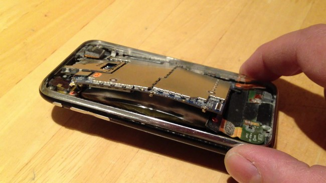 ¿Por qué se hincha la batería de un móvil?
