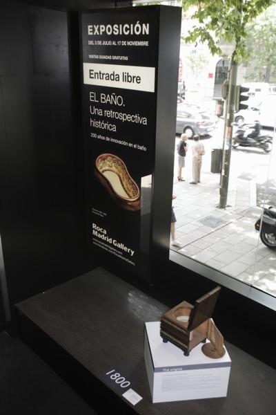 Inodoro librería en el Roca Madrid Gallery