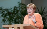"""Angela Merkel cree en una red """"de dos carriles"""" como vía para su evolución"""