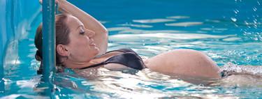 Nadar en el embarazo, bueno para tí y para tu bebé: qué tener en cuenta