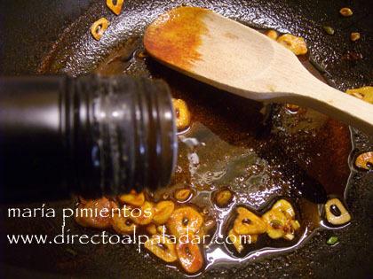 añadimos pimentón y vinagre