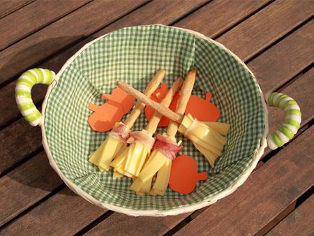 Escobas de bruja con queso gouda sin lactosa: aperitivo para la cena de Halloween. Receta