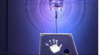 Heart Bot, el robot que dibuja a ritmo de nuestras pulsaciones