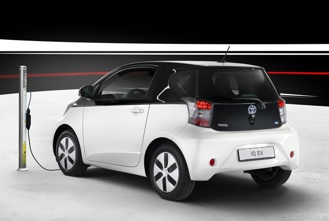 Toyota iQ EV 05