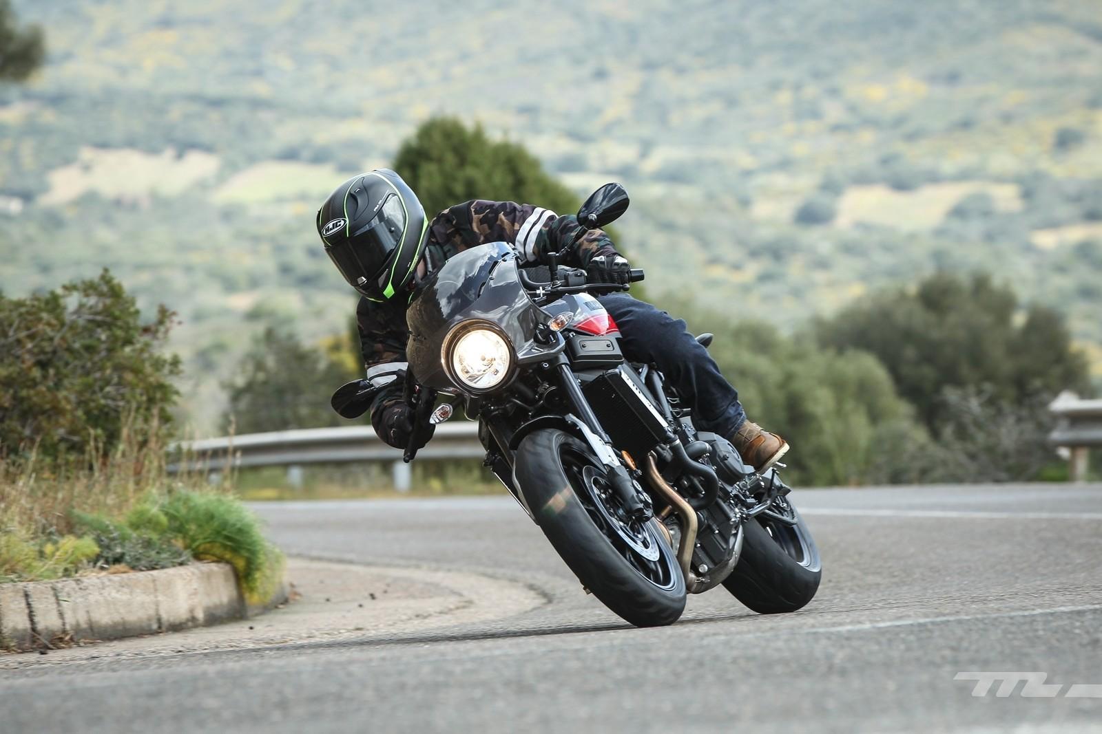 Foto de Yamaha XSR900 Abarth (10/49)