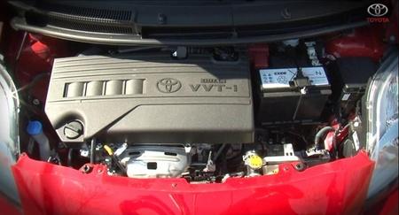 ¿Qué hay debajo del capó de un coche?