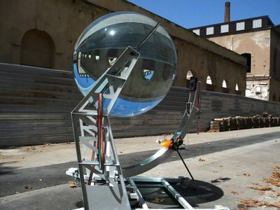 Una nueva generación de placas solares esféricas podrá obtener energía de la luz de la Luna