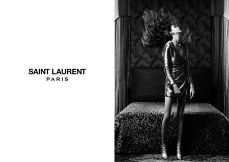 Saint Laurent sigue viviendo su fiesta rock en blanco y negro en la Primavera-Verano 2014