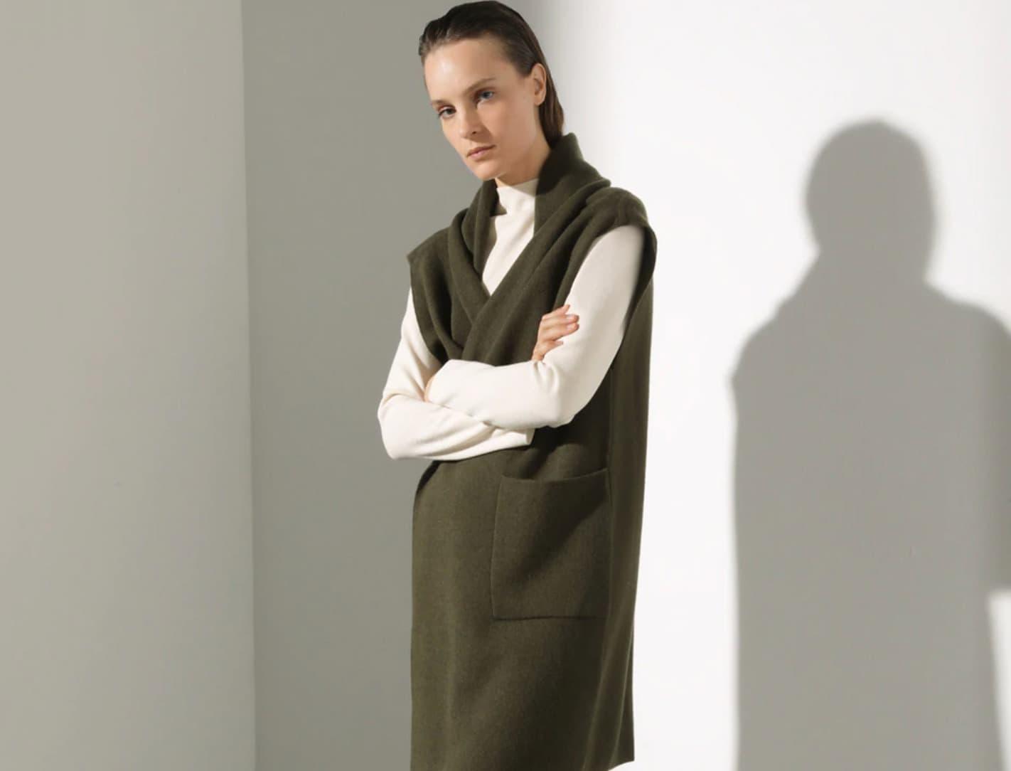 Chaleco largo de punto de mujer con bolsillos