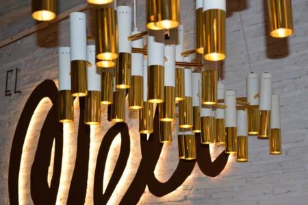 Lámpara en dorado y blanco
