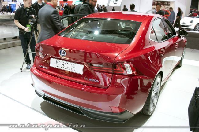 Lexus IS300h - trasera
