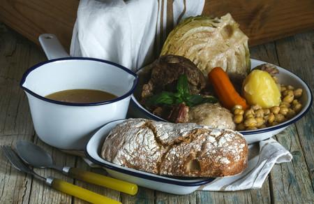 En mi casa se hace así: el cocido y sus variantes regionales