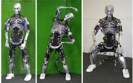 """Estos robots hacen flexiones hasta """"sudar"""" y su estructura es un plagio muy fiel de la anatomía humana"""