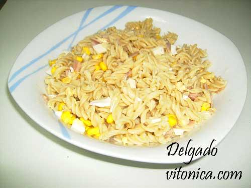 Ensalada de pasta integral con queso fresco recetas for Ensalada de pasta integral